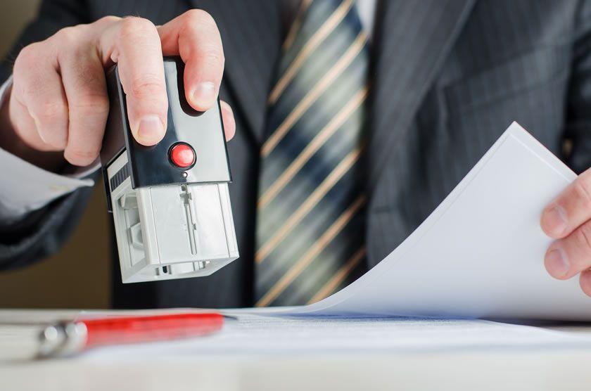 Stampilare document de catre notar